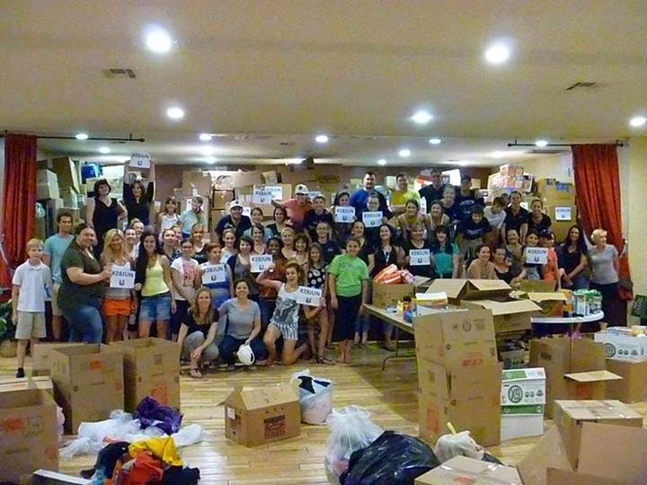 Loading_boxes_Flood_Relief_Serbia_28_Jun