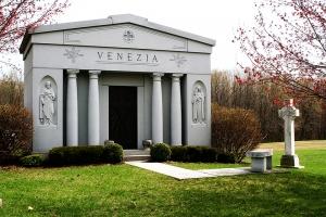 Venezia 8 crypt mausoleum.jpg