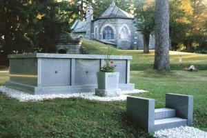 White 3 crypt mausoleum.jpg