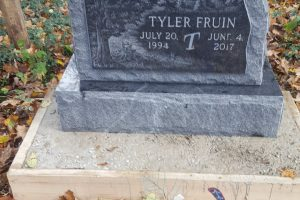 Fruin-Black-Upright-with-Etching