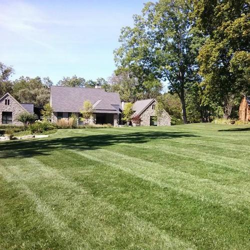 expert lawn mowing Bloomfield Hills, MI