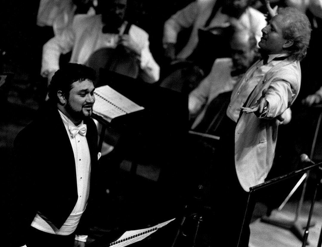 Ramón Vargas and Maestro Diemecke, National Symphony Orch. of México, Palacio de Bellas Artes Theatre, 1998