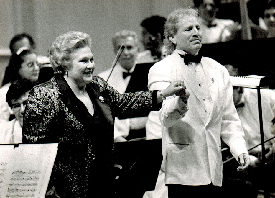 Marilyn Horne and Maestro Diemecke, National Symphony Orch. of México, Palacio de Bellas Artes Theatre, 1996