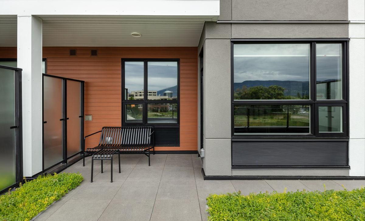 gyro beach Kelowna rental - Private patios