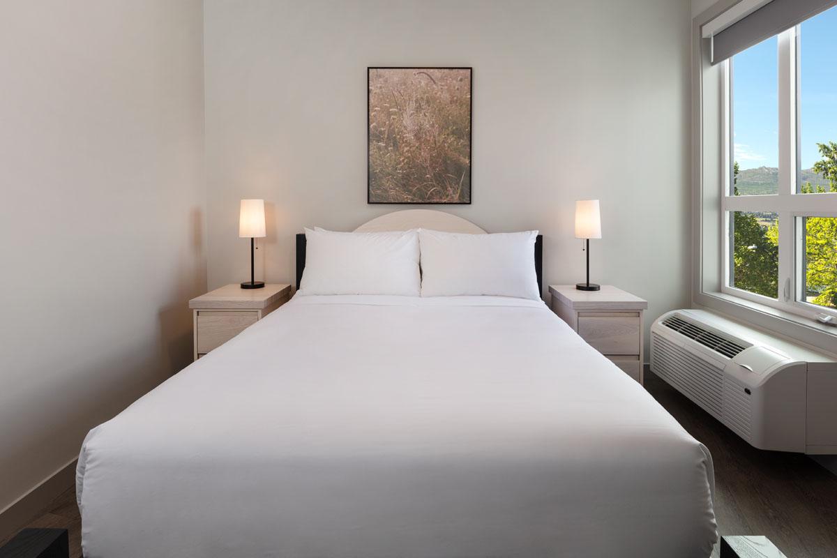hotels com kelowna