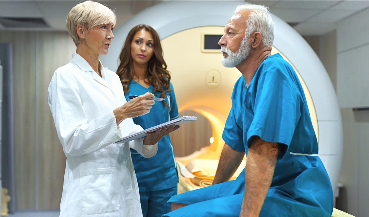 MRI-scan-tech-and-patient