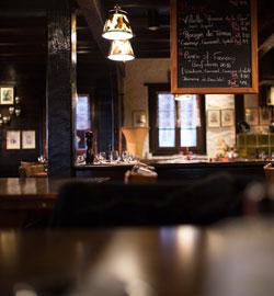 restaurant-dark-bar-architecture
