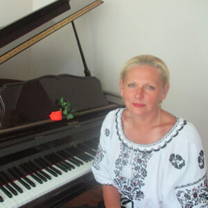 Oksana Prudnyk, <br>   Piano, Vocal