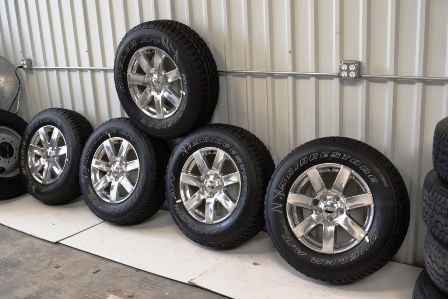 Jeep Wrangler Sahara 18 inch chrome wheels oem factory