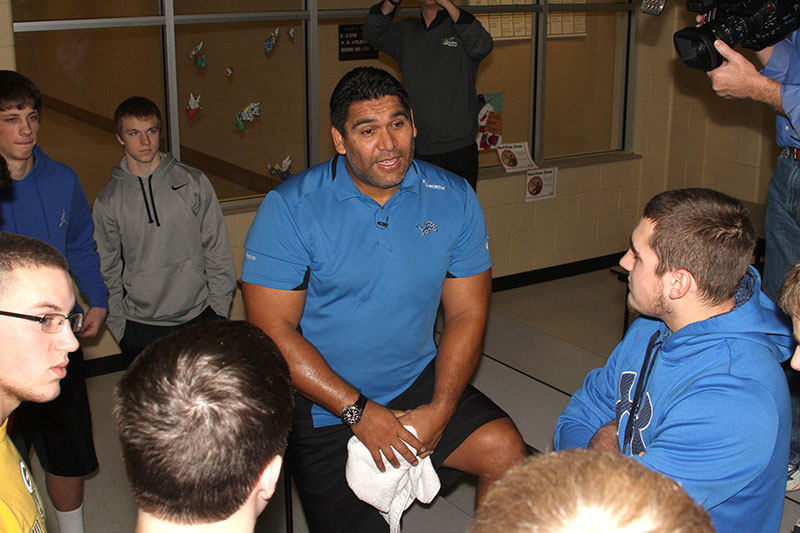 Future Media Corporation documents former Detroit Lions defensive tackle Luther Elliss as he addresses students on the importance of good nutrition to achieve personal and team success. Sponsored by the United Dairy Industry of Michigan.
