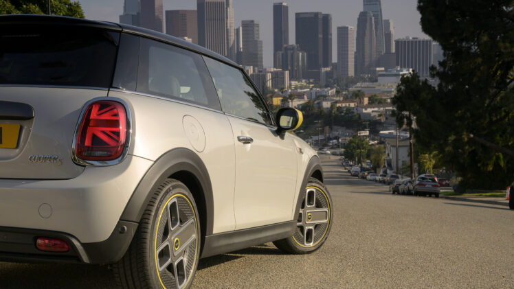 P90357221_highRes_the-new-mini-cooper-