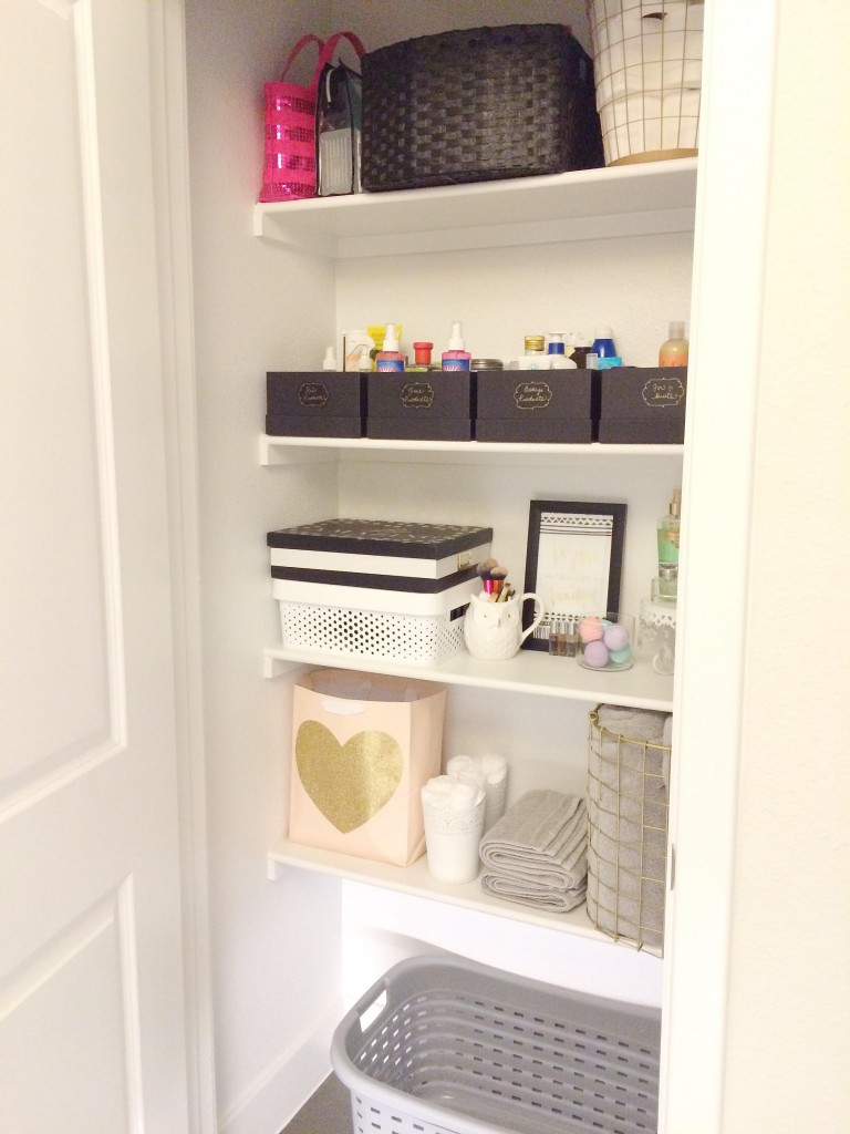 Reveal of the inside of the bathroom and linen closet organization