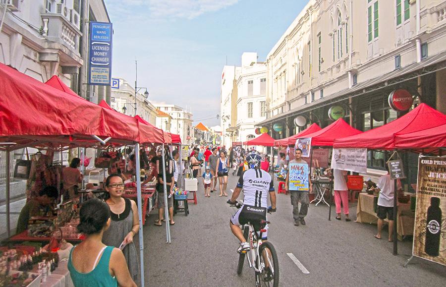 The Sunday morning market on Beach Street, George Town. Photo: Chris Ashton