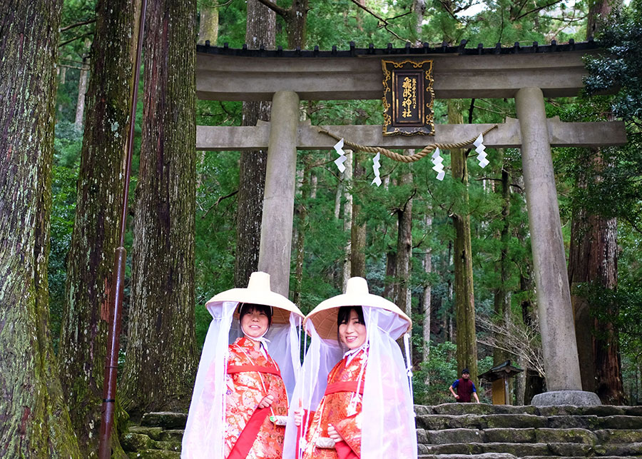 Modern day pilgrims wearing rented traditional clothing from the Edo Period. In its heydey, women actually wore these clothes while undertaking the walk
