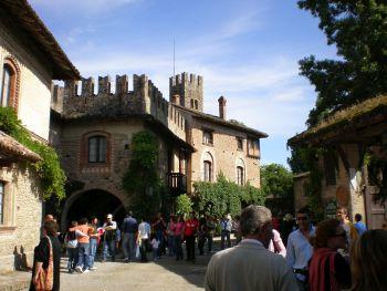 italiainpiega-pieghe meravigliose-itinerari-moto-nord-italia-passo del tomarlo-grazzano visconti 3
