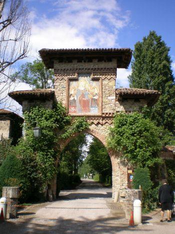 italiainpiega-pieghe meravigliose-itinerari-moto-nord-italia-passo del tomarlo-grazzano visconti 1