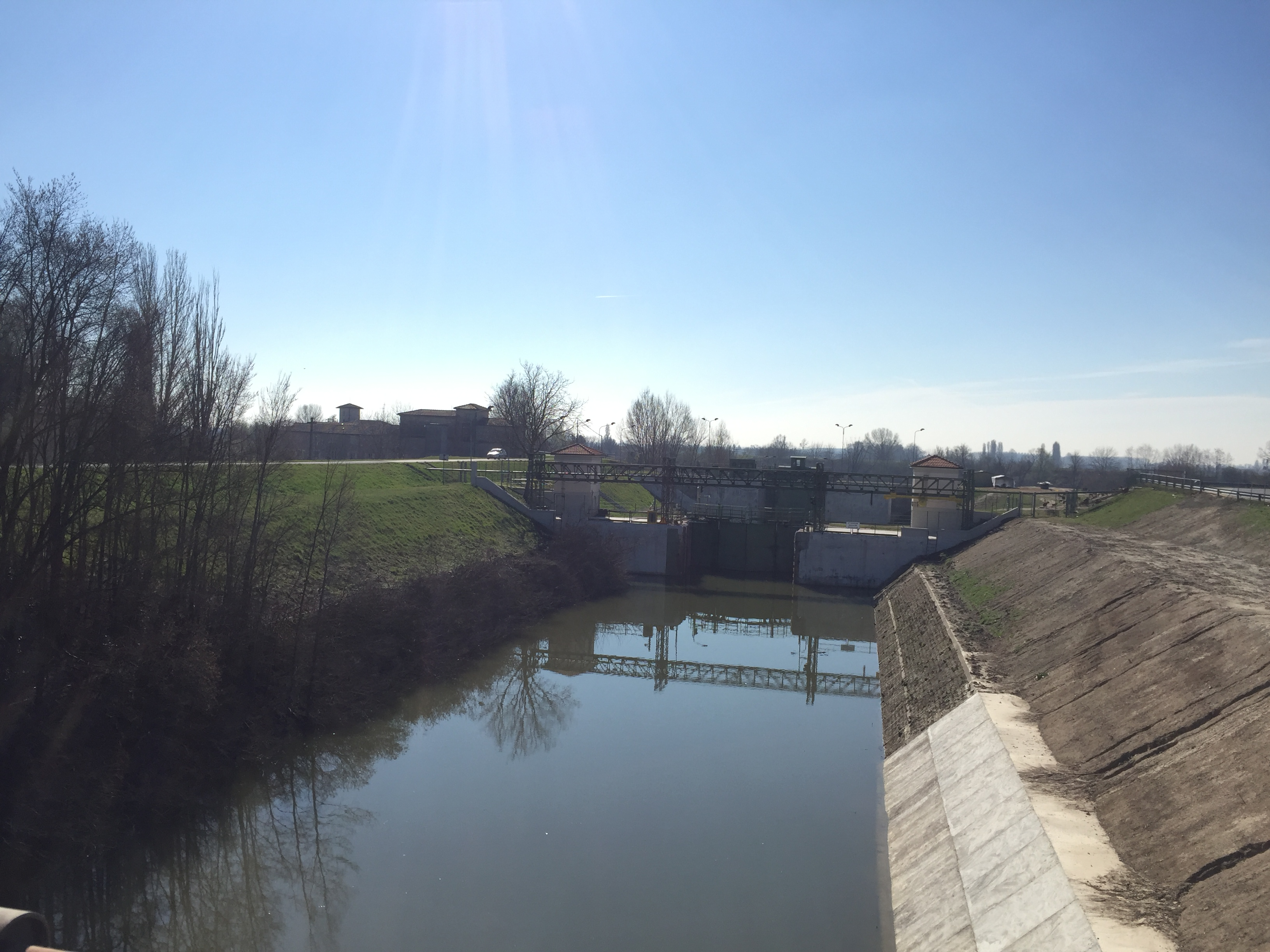 italiainpiega-pieghe meravigliose-itinerari-moto-pianura-padana-argine sinistro del fiume po-governolo 1