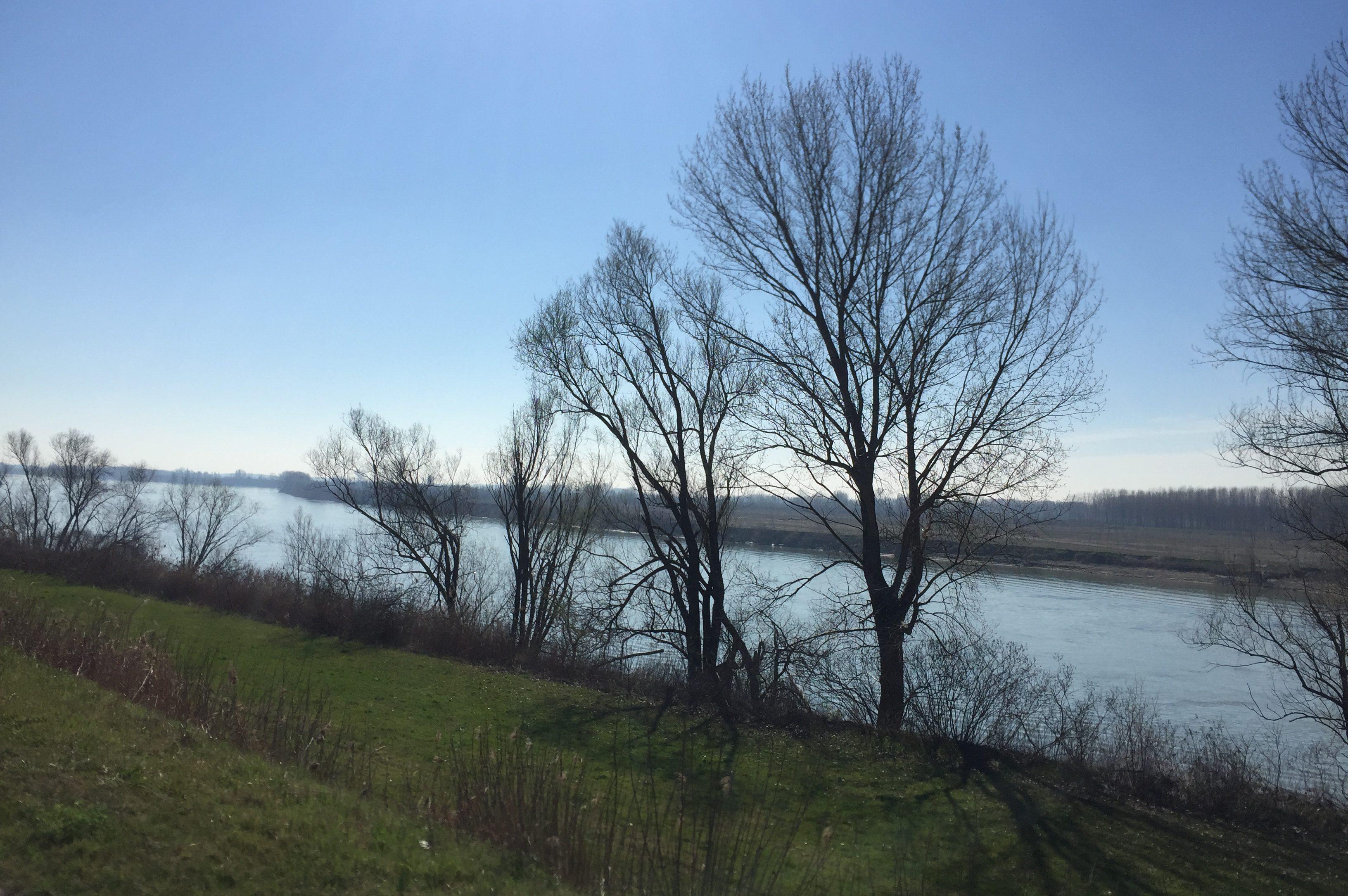 italiainpiega-pieghe meravigliose-itinerari-moto-pianura-padana-argine sinistro del fiume po-sustinente