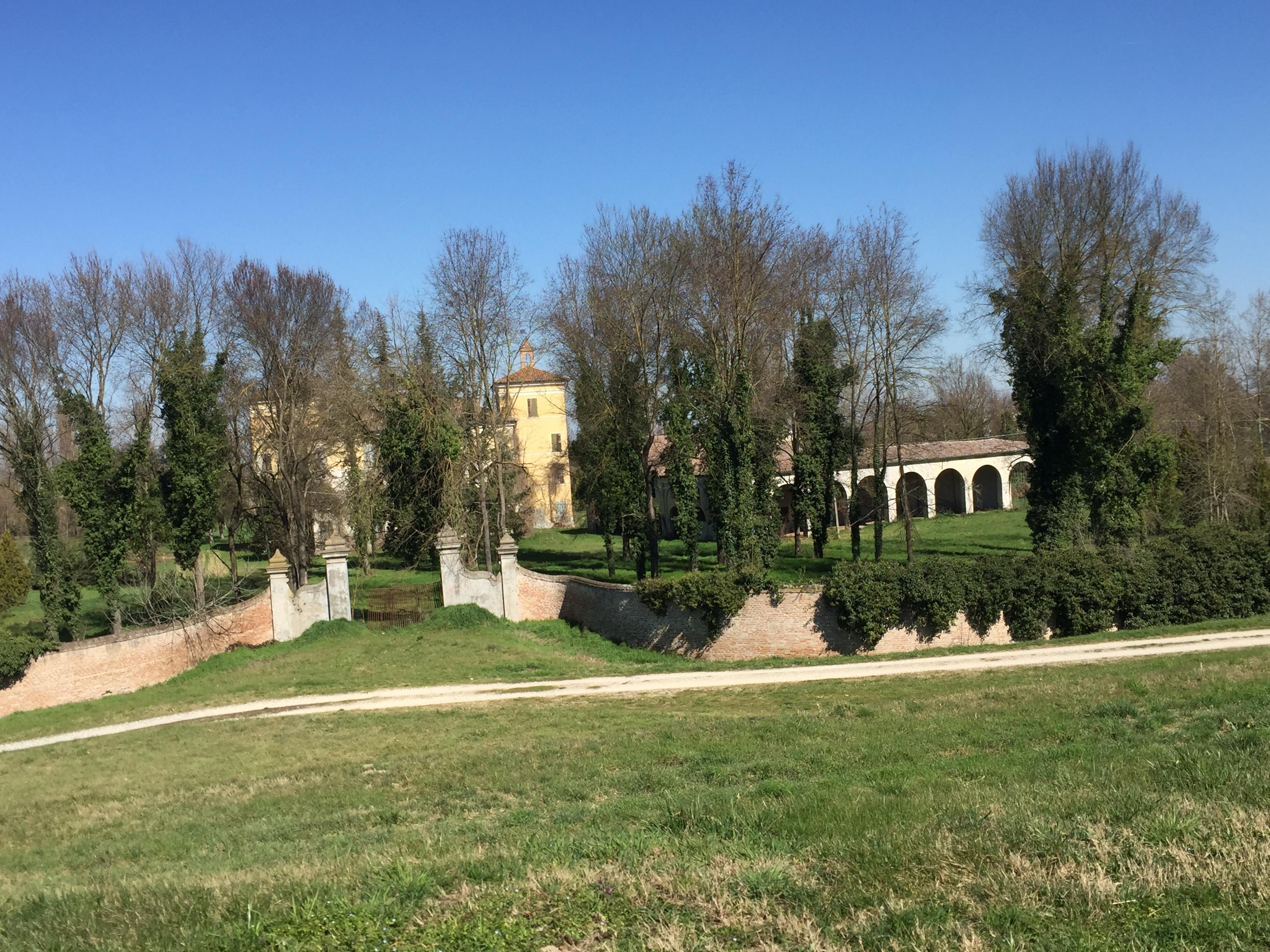 italiainpiega-pieghe meravigliose-itinerari-moto-pianura-padana-argine sinistro del fiume po-stienta-villa camerini