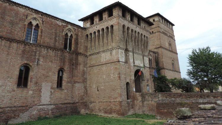 italiainpiega-pieghe meravigliose-itinerari moto pianura padana-dominio visconteo-pandino-castello visconteo
