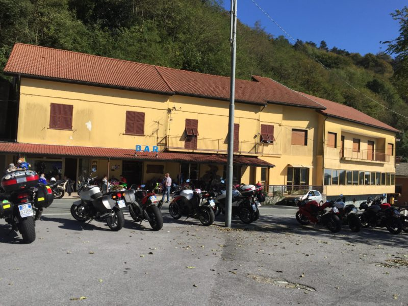 italiainpiega-pieghe meravigliose-itinerari-moto-nord-italia-piemonte 1-passo del turchino-ristorante da mario