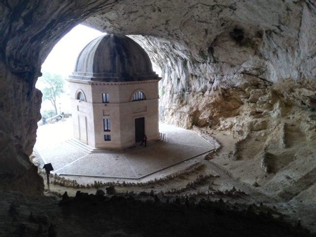 italiainpiega-pieghe meravigliose-itinerari  moto centro italia-tempio del valadier 3