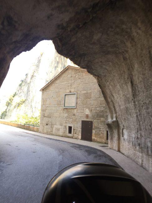italiainpiega-pieghe meravigliose-itinerari moto centro italia-gola del furlo 2