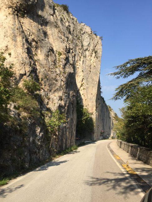 italiainpiega-pieghe meravigliose-itinerari moto centro italia-gola del furlo 3