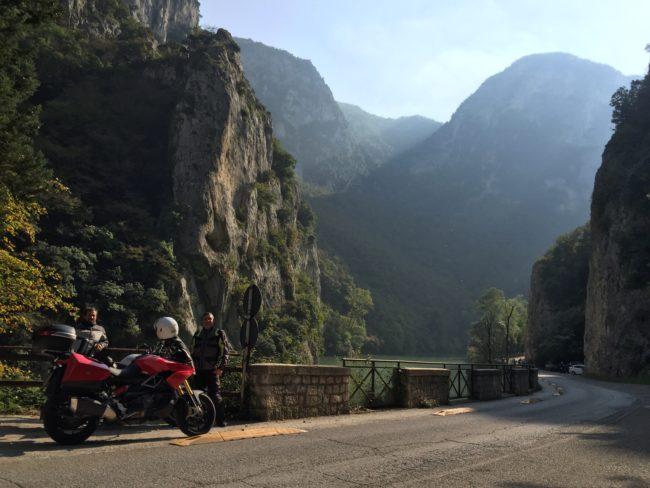 italiainpiega-pieghe meravigliose-itinerari moto centro italia-gola del furlo 1