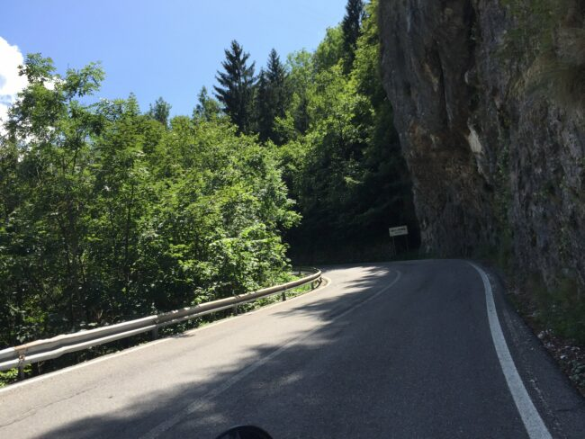 italiainpiega-pieghe meravigliose-itinerari moto nord italia-discesa passo del vivione
