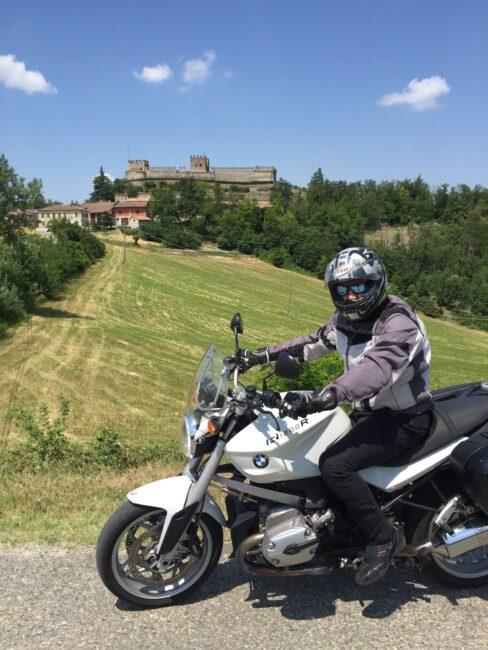 italiainpiega-pieghe meravigliose-itinerari moto nord italia-oltrepo' pavese-castello montesegale