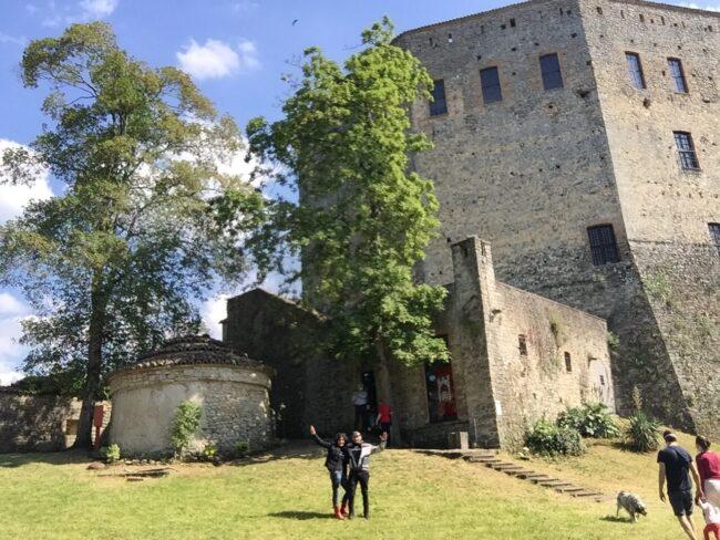 italiainpiega-pieghe meravigliose-itinerari moto nord italia-oltrepo' pavese-castello zavattarello-1