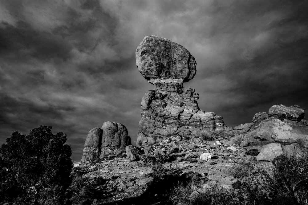 Planning your epic Utah family vacation. Two brothers play on the trails of Arches National Park.