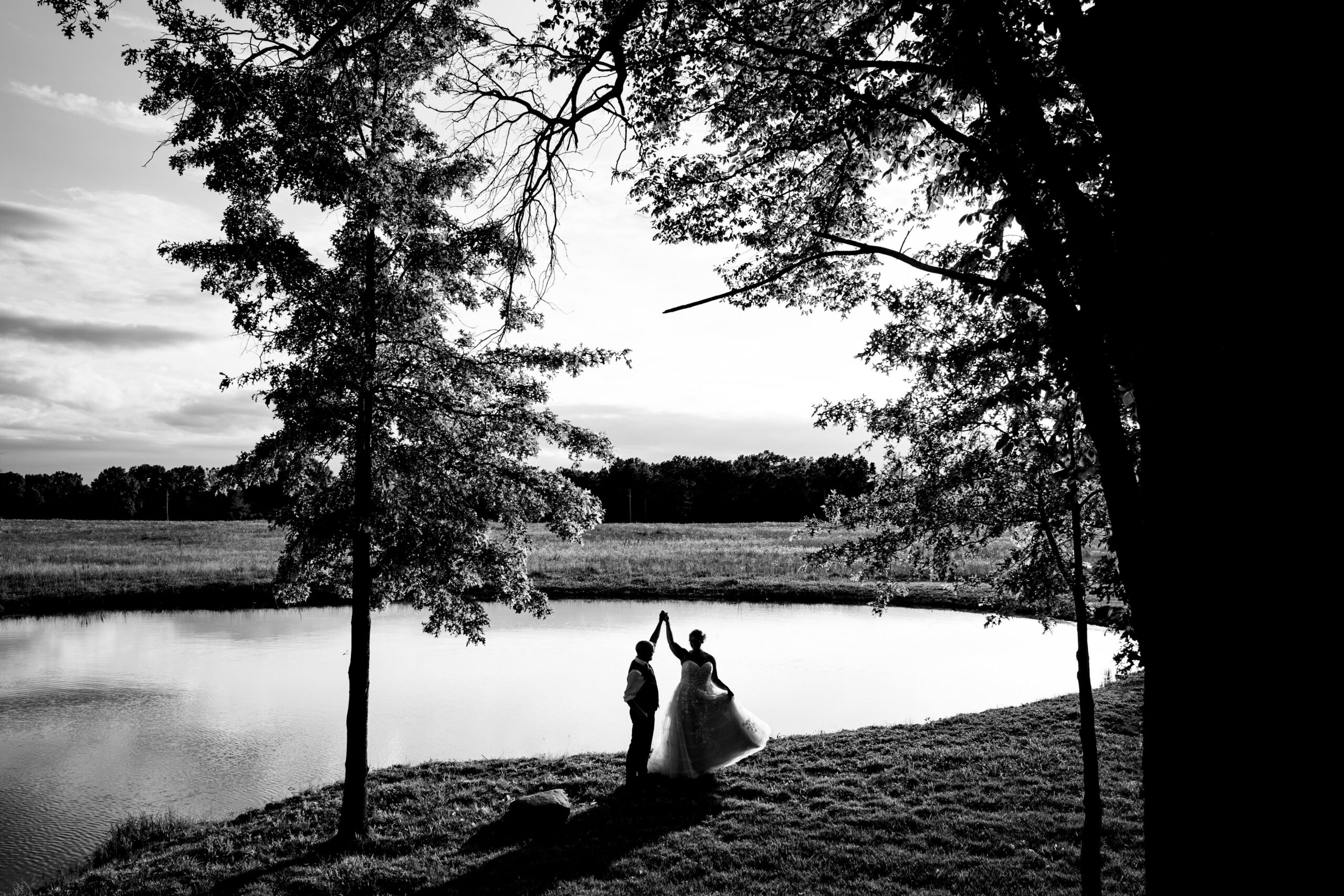 Jorgensen Farms Oak Grove bride and groom silhouette