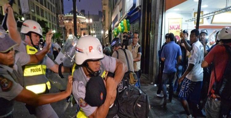 http://g1.globo.com/sao-paulo/noticia/2014/02/pm-usa-tropa-do-braco-e-detem-cerca-de-120-em-protesto-em-sp.html