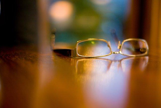 glassesontable
