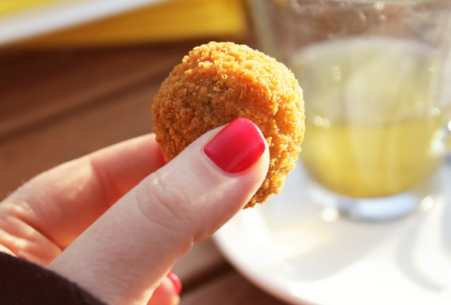 Bitterballen are deep-fried snacks that are ubiquitous in cafes and bars all over the Netherlands. It's on the list of 10 Dutch foods you should be sure to sample!