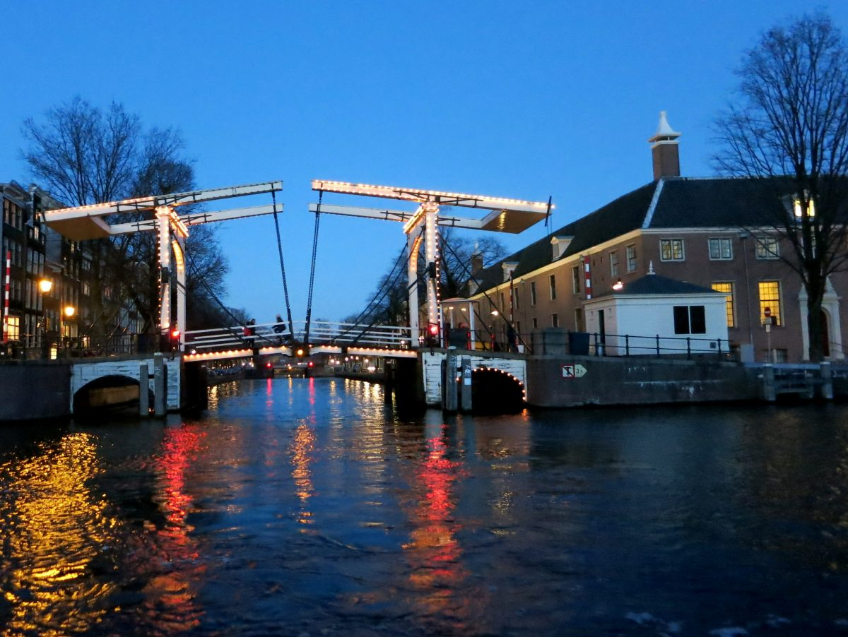 Sleep in a bridge watch house - brugwachterhuisje - Sweets Hotel