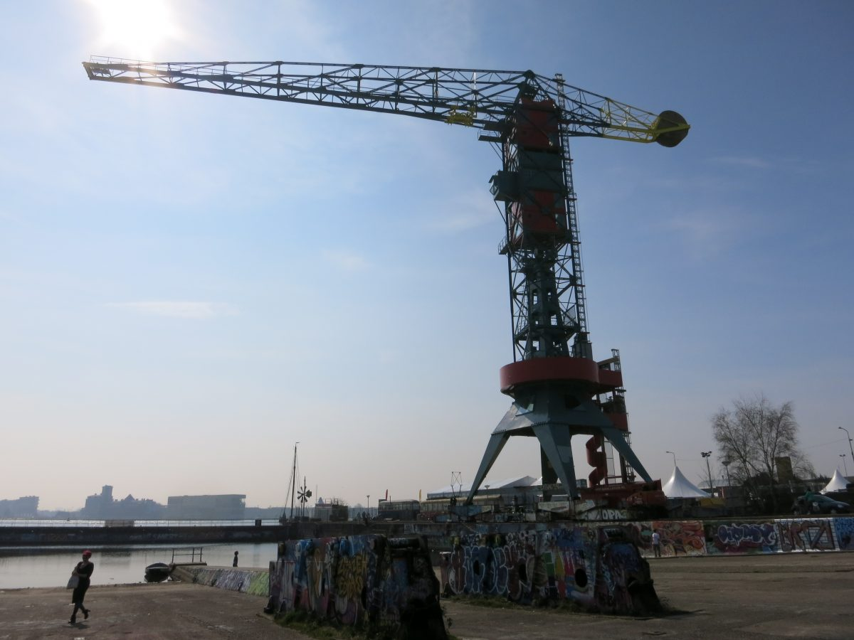 The Faralda is a 50 meter shipbuilding crane that has been renovated into a boutique hotel, TV studio and bungee jumping platform in Amsterdam Noord.