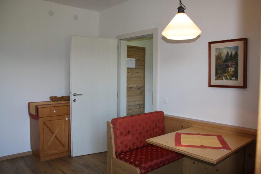apartment Rosengarten dining area