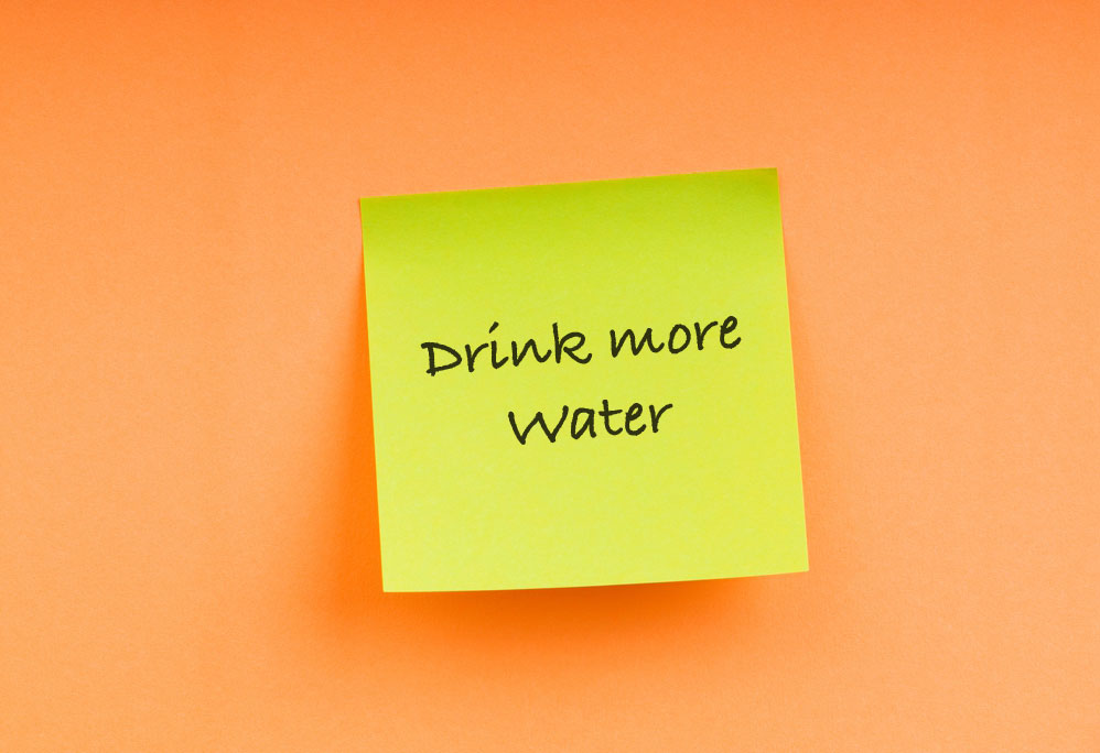 sticky note that says drink more water