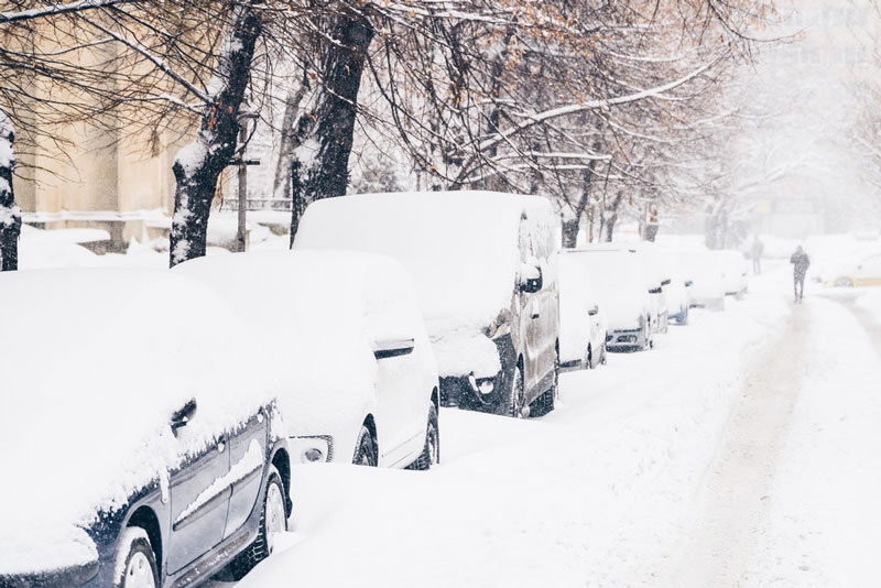 cars stuck in snowstorm