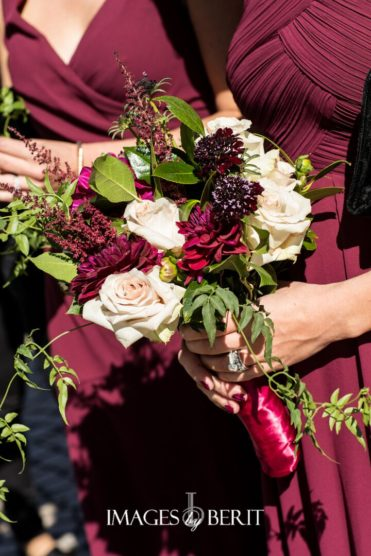 Ranunculus and other kick ass wedding flowers that every bride needs to know about for her wedding day!
