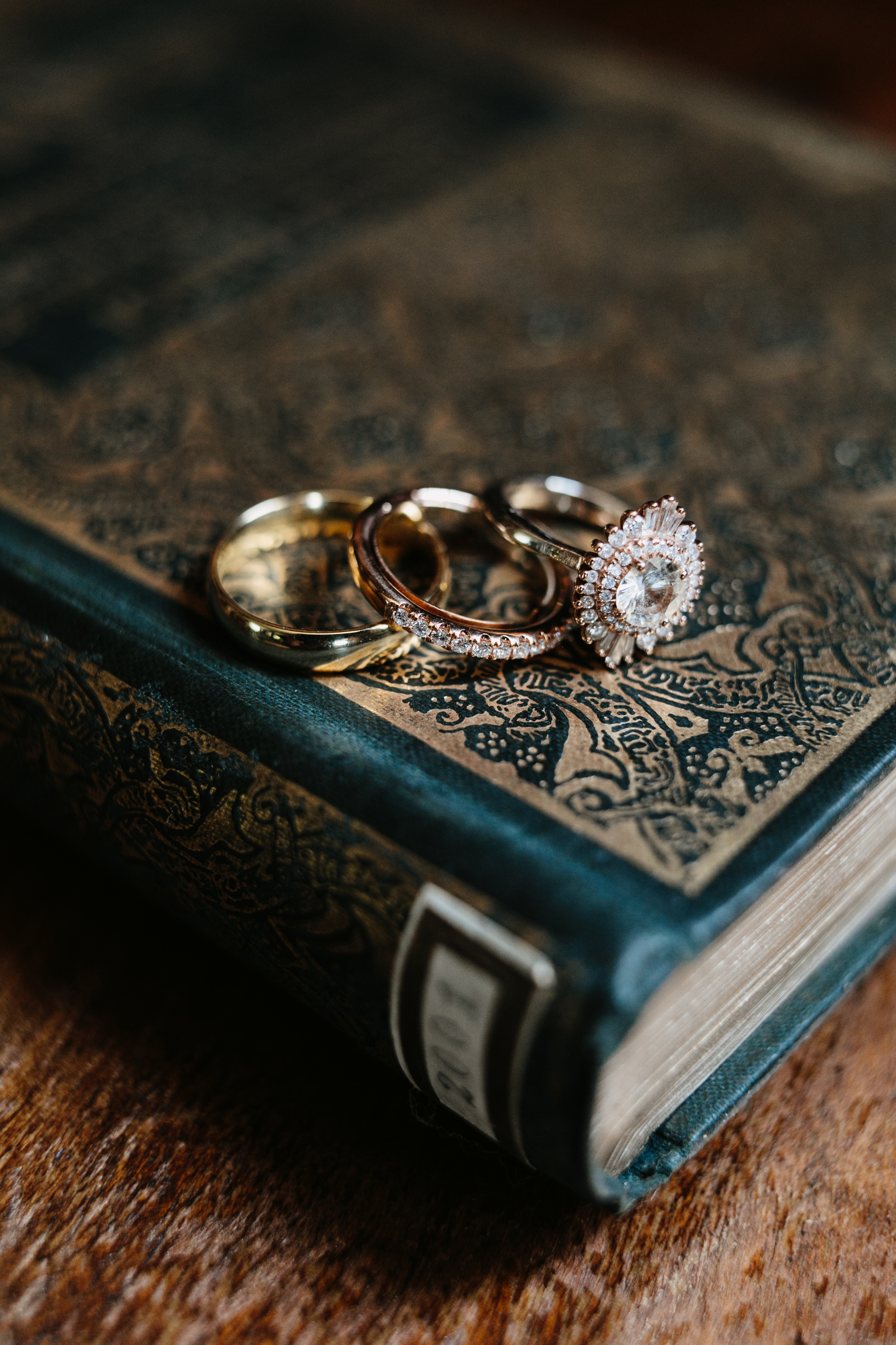 how do i find a wedding planner