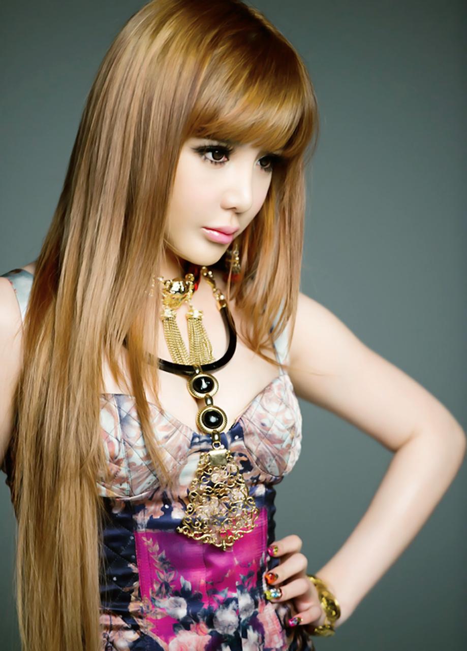 2NE1 Bom Sexy