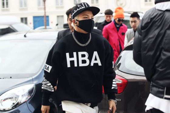 taeyang wearing hood by air