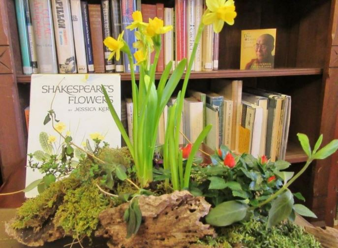 At age 96, Winnie Lou Rounds wins 'Books in Bloom' competition