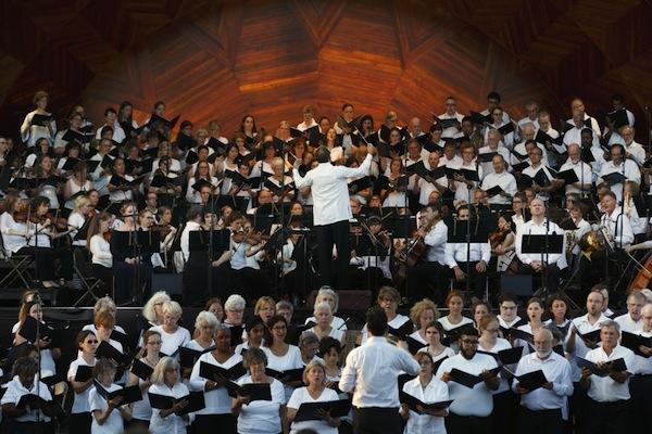Memory and Celebration in Outdoor Requiem