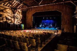Read more about the article Historic Deertrees Theatre Presents 85th Summer Season