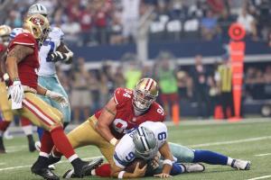 Tony Romo sofreu na mão da defesa dos 49ers